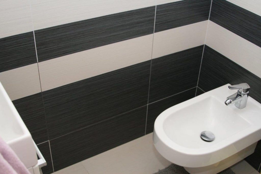 System F3   Access Panel   Removable   Drywall Inlay   Tile Application - Tiled Bathroom Wall Installation with Access Panel Closed